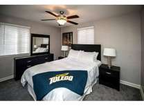 3 Beds - Kenwood Gardens Apartments