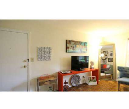 Studio - Olentangy Village at 2907 North High St in Columbus OH is a Apartment
