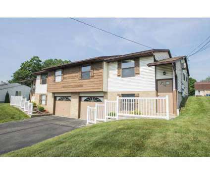 2 Beds - Little Williamsburg Apartments at 341 West Noble St in East Canton OH is a Apartment