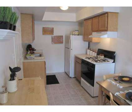 3 Beds - The Hamptons of Brownstown at 18537 Pine West in Brownstown MI is a Apartment