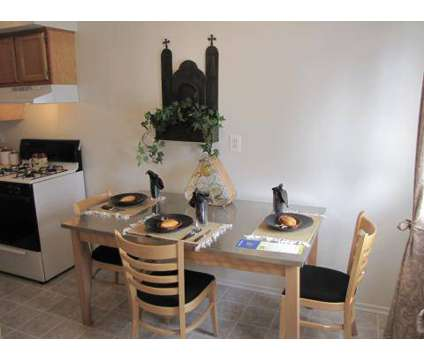3 Beds - Hamptons of Brownstown,The at 18537 Pine West in Brownstown MI is a Apartment