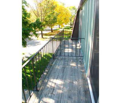 2 Beds - College Park Townhouses/Commodore Arms at 180 College Park Dr in Elyria OH is a Apartment