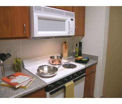 3 Beds - Center Pointe at 460 N Arthur St in Kennewick WA is a Apartment