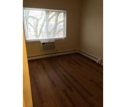 3 Beds - Sierra Realty Oak Park Apartments at 175 Kenilworth in Oak Park IL is a Apartment