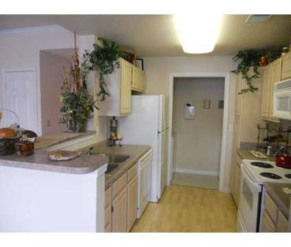 3 Beds - Pinnacle Pointe at 10460 Pflumm Rd in Lenexa KS is a Apartment