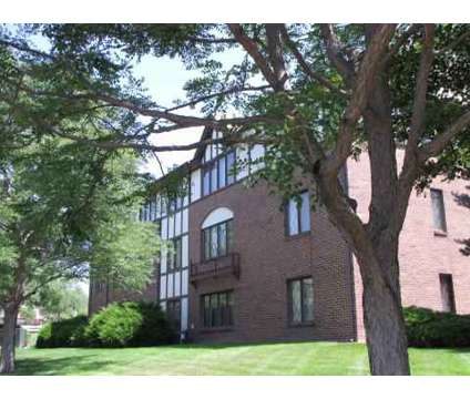 2 Beds - Aspen Haus at 1500 Knox in Lincoln NE is a Apartment