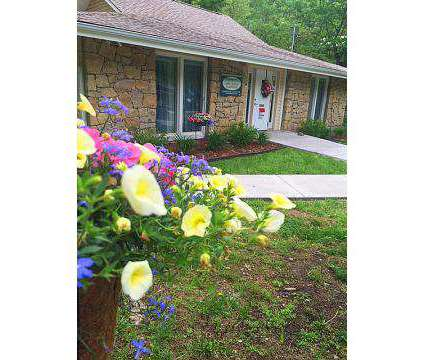 3 Beds - The Creeks of Gladstone at 41 Northeast 60th Terrace in Gladstone MO is a Apartment