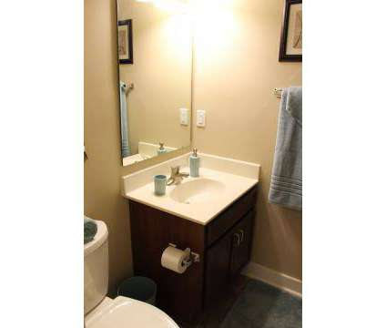 1 Bed - Walnut Tower at 722 Walnut in Kansas City MO is a Apartment