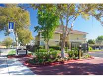 2 Beds - Woodland Hills Apartments