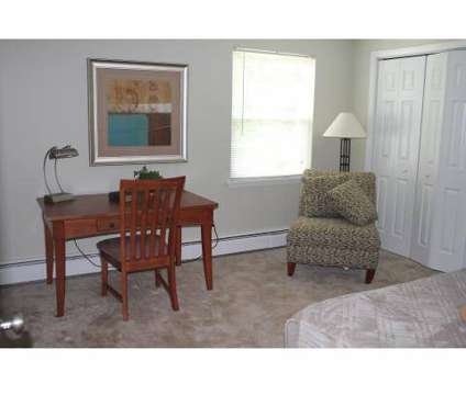 3 Beds - The Glenbrook At Rocky Hill at 100 Robinson Rd in Rocky Hill CT is a Apartment