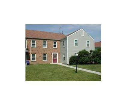 2 Beds - Charleston Park at 1815 Howard St in Saint Charles IL is a Apartment