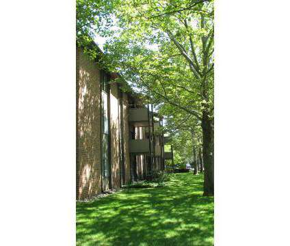 2 Beds - Woodstone Apartments at 3707 Greenleaf Boulevard in Kalamazoo MI is a Apartment