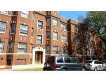 3 Beds - Lakeside Edgewater Neighborhood Apartments