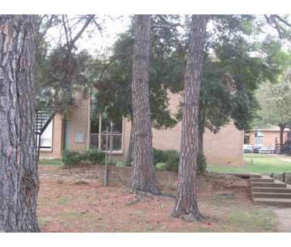 3 Beds - Willow Oaks at 2459 Ketchum Rd in Memphis TN is a Apartment