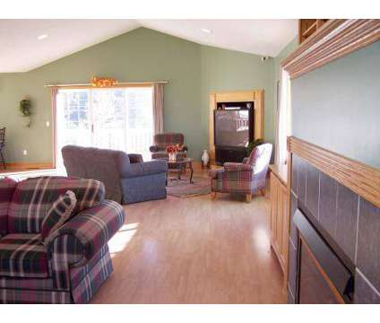 4 Beds - Bloomfield Townhomes at 1695 Bloomfield Dr Se in Grand Rapids MI is a Apartment