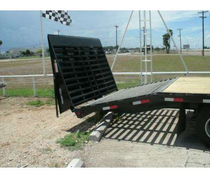 New 30' Pj Gooseneck Flatbed Trailer is a Heavy Equipment Vehicle in La Feria TX