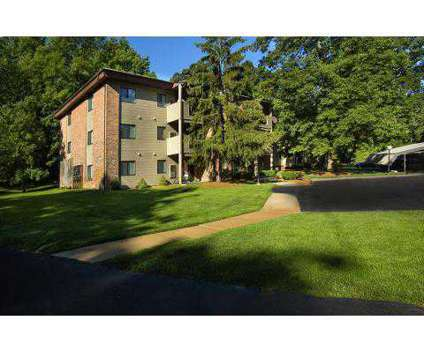 2 Beds - Glen Oaks East Apartments at 2353 Oak Forest Ln Se in Grand Rapids MI is a Apartment