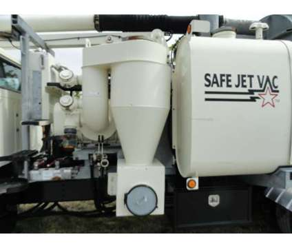 1998 International 2574 Safe Jet Vac Clean Earth is a 1998 International 2574 Model Commercial Trucks & Trailer in Miami FL