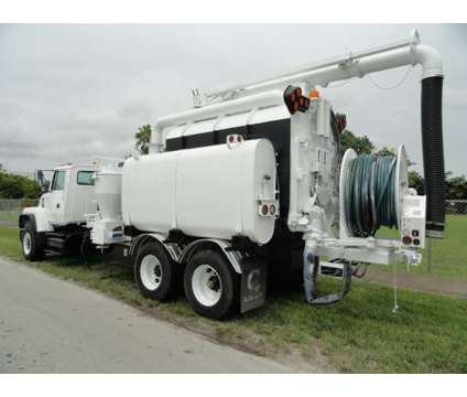 1997 International LNT8000 Safe Jet Vac Clean Earth is a 1997 Commercial Trucks & Trailer in Miami FL