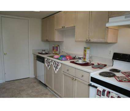 3 Beds - Colonial Square at 2637 Old Hapeville Rd in Atlanta GA is a Apartment