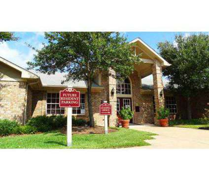 3 Beds - Arbors at Wolf Pen Creek at 301 Holleman Drive East in College Station TX is a Apartment