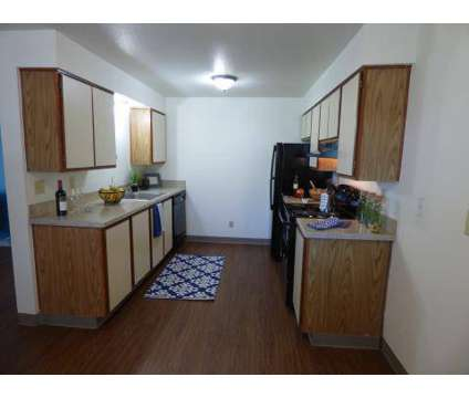 3 Beds - Heatherstone Apartments at 1114 W 10th Avenue in Kennewick WA is a Apartment