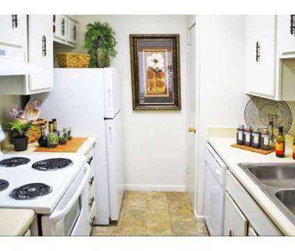 2 Beds - Crossings at Fox Meadows at 2894 Putting Green Cove in Memphis TN is a Apartment