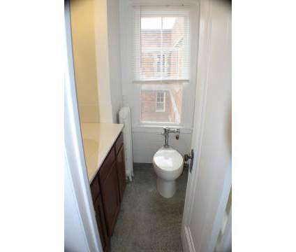 2 Beds - Oakwood Manor Apartments at 547 Cherry St Se in Grand Rapids MI is a Apartment