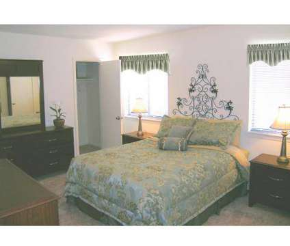 3 Beds - Ten Mile Creek at 2718 Claudette in Memphis TN is a Apartment