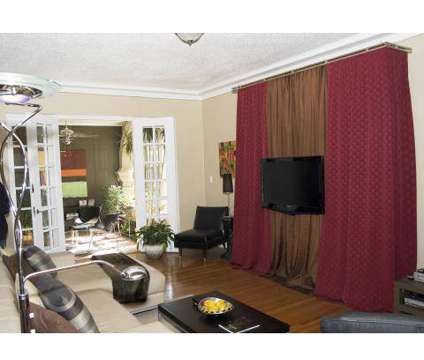1 Bed - Buckingham/Balmoral at 3103 N Meridian St in Indianapolis IN is a Apartment