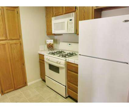 2 Beds - The Fountains at 1516 Sylvan Way in Lodi CA is a Apartment