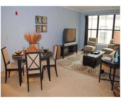 3 Beds - Kings Landing at 618 N New Ballas in Creve Coeur MO is a Apartment