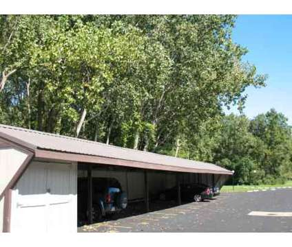 2 Beds - North Towne Villas at 6230 Northview Lane in Toledo OH is a Apartment