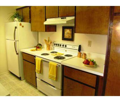3 Beds - Woodlake Park at 9439 San Jose Blvd in Jacksonville FL is a Apartment