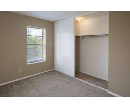 2 Beds - The Ridge at Chestnut at 8701 Chestnut Circle in Kansas City MO is a Apartment