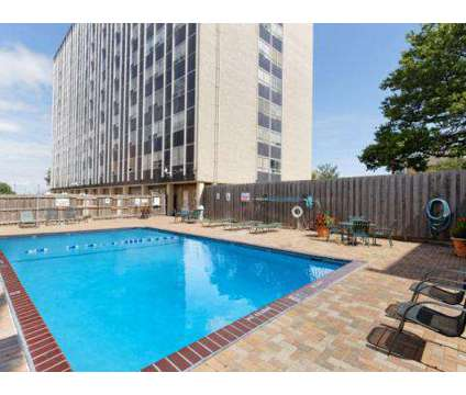 Studio - Nine Ten Penn at 910 Pennsylvania Ave in Kansas City MO is a Apartment