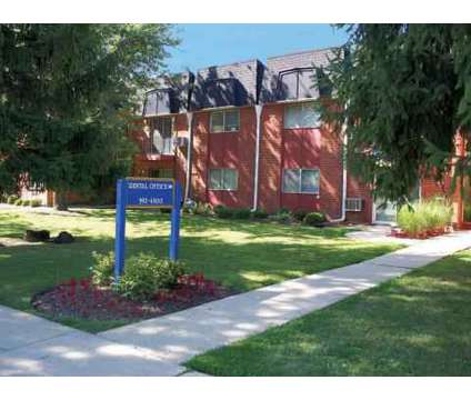 2 Beds - Circle Hill Apartments at 415 E Cir Hill Dr in Arlington Heights IL is a Apartment