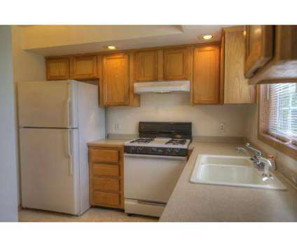 3 Beds - Edgewood Villas at 1010 W Edgewood Boulevard in Lansing MI is a Apartment