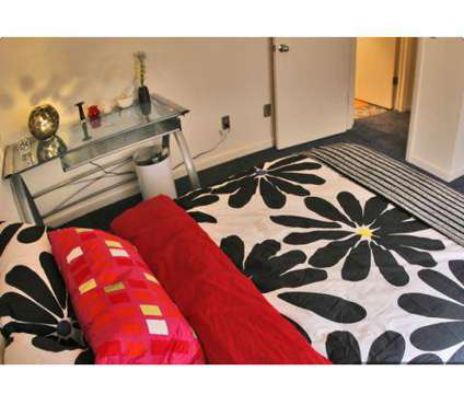 4 Beds - Campus Habitat at 806 West Broomfield St in Mount Pleasant MI is a Apartment