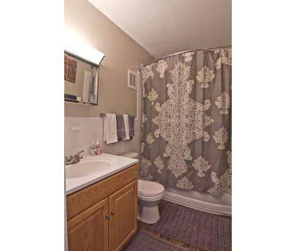 3 Beds - The Summit at Ridgewood at 1035 Ridgewood Dr in Fort Wayne IN is a Apartment