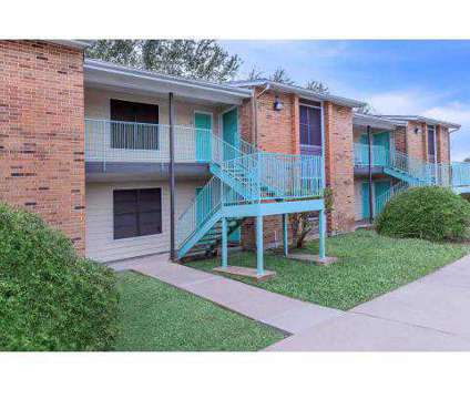3 Beds - The Estates at 3720 Brookside Drive in Corpus Christi TX is a Apartment