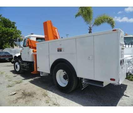 1992 International 4900 National Crane Series N95 Knuckleboom is a 1992 Crane Truck in Miami FL