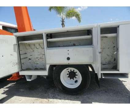 1992 International 4900 National Crane Series N95 Knuckleboom is a 1992 International 4900 Model Crane Truck in Miami FL