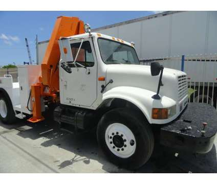 1992 International 4900 National Crane Series N95 Knuckleboom is a 1992 Crane Truck in Miami FL