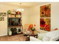 3 Beds - Colonial Apartments