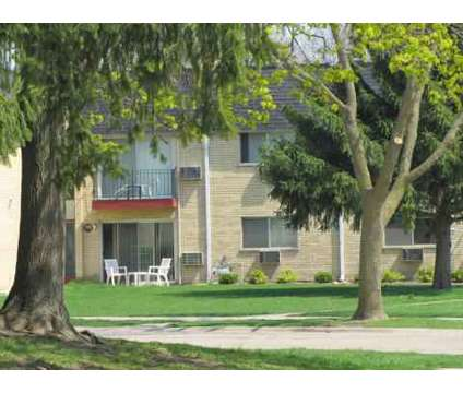 3 Beds - Circle Hill Apartments at 415 E Cir Hill Dr in Arlington Heights IL is a Apartment