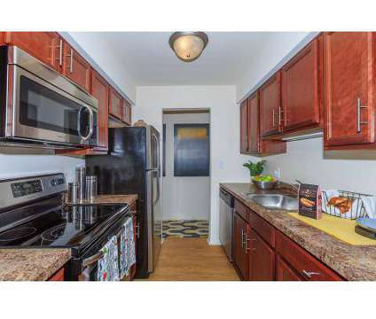 1 Bed - Somerset Park Apartments at 1911 Golfview Drive in Troy MI is a Apartment