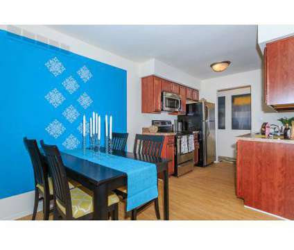 3 Beds - Somerset Park Apartments at 1911 Golfview Drive in Troy MI is a Apartment