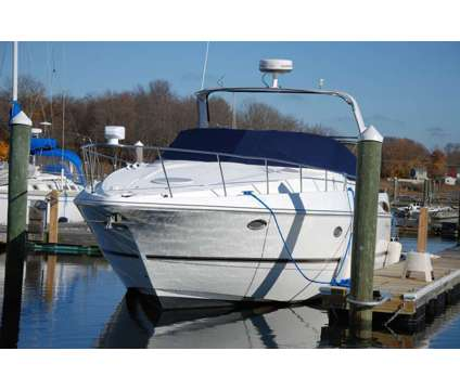 2001 Cruisers Express 3672 is a 2001 Cruisers Express Boat in Warwick RI