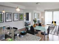 2 Beds - 121 Towne Apartments